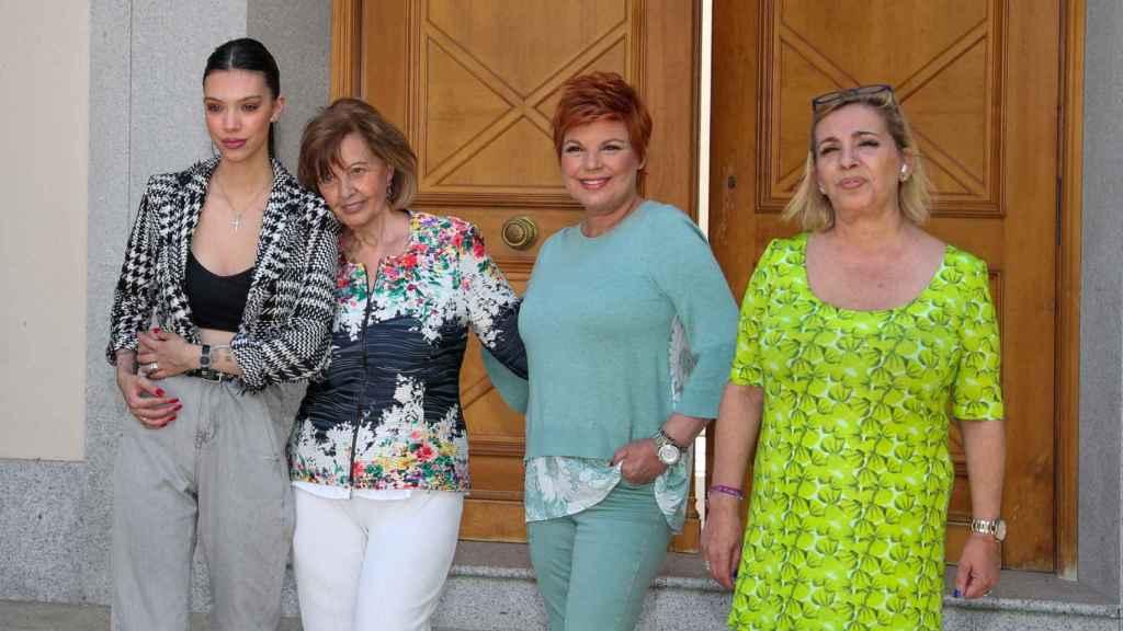 María Teresa Campos, junto a sus hijas y nieta, con motivo de su 79 cumpleaños.