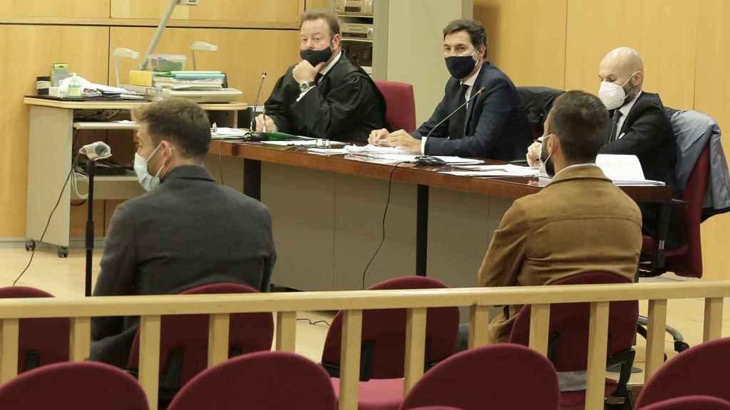 Sergi Enrich (izquierda) y Antonio Luna (derecha) durante el juicio
