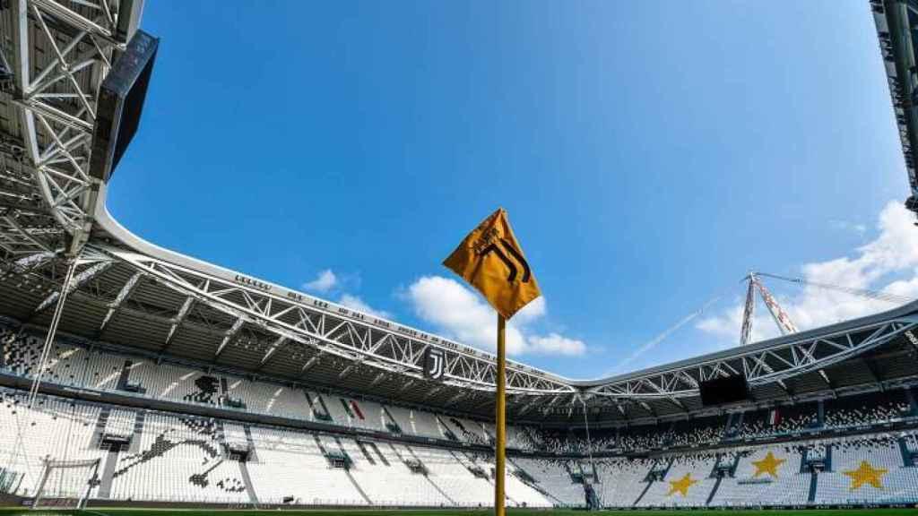 Banderín de la Juventus de Turín en el Juventus Stadium