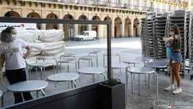 Una terraza vacía en un bar de Cataluña.