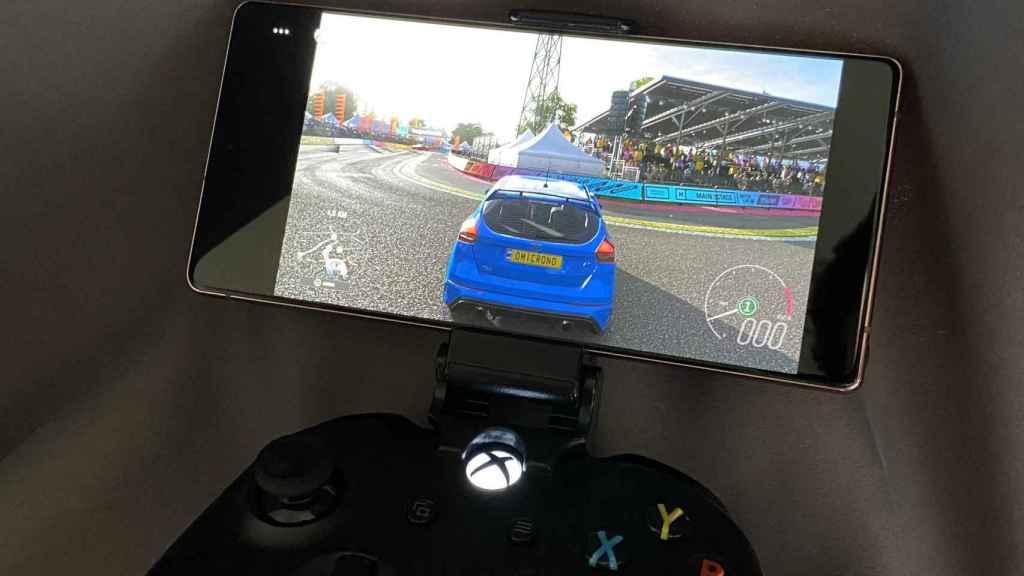 Forza Horizon 4 en un móvil Samsung gracias a Xbox Game Pass.