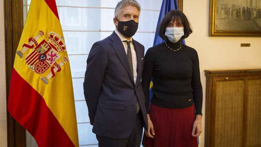 El ministro del Interior, Fernando Grande-Marlaska, y la comisaria María Jesús Cantos.