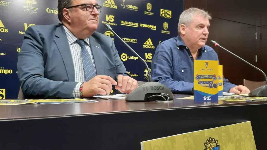 Manuel Vizcaíno (derecha), presidente del Cádiz CF, y Santiago Pozas (izquierda), director general del club