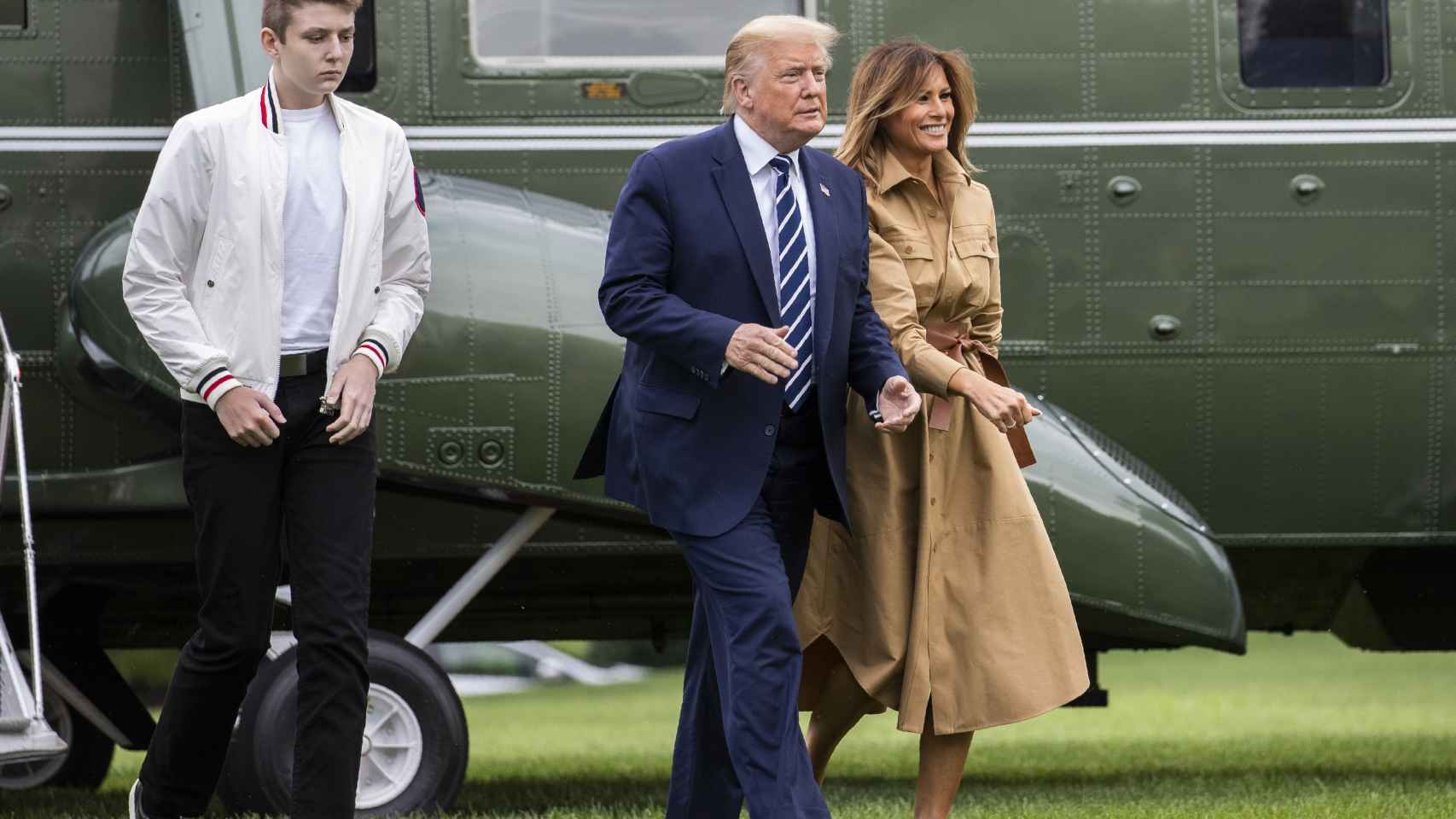 Barron, junto a sus padres Donald Trump y Melania.