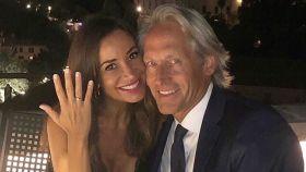 Cecilia Gómez y Marco Vricella, anunciando su compromiso en Instagram.
