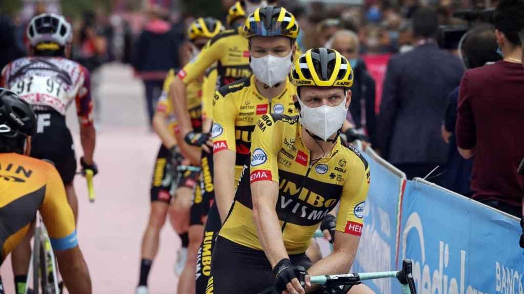 El equipo Jumbo-Visma antes de una etapa del Giro de Italia