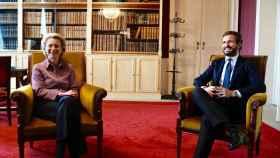 Pablo Casado y Ursula von der Leyen, reunidos en el despacho de la presidenta de la Comisión, en Bruselas.