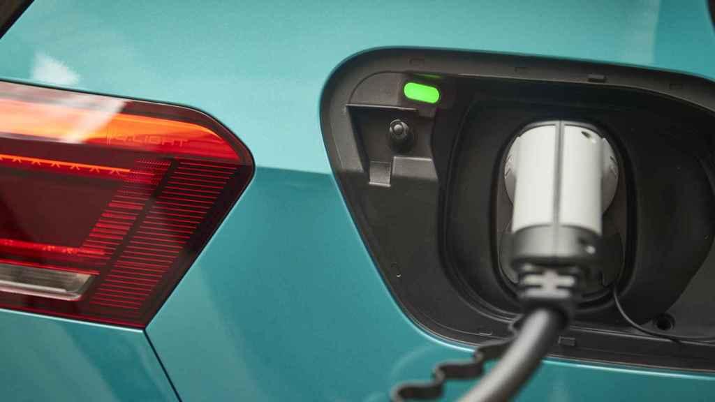 Toma de carga del vehículo: la unidad probada contaba con 58 kWh de capacidad.