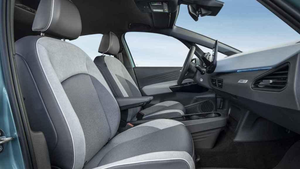 El espacio interior es bueno, si bien los asientos están en una posición alta.