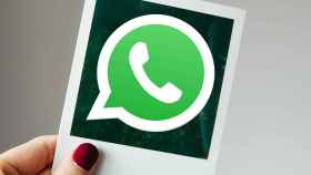 Logo de WhatsApp en una foto.