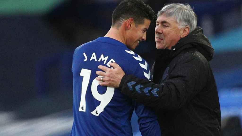 James Rodríguez y Carlo Ancelotti, en el Everton