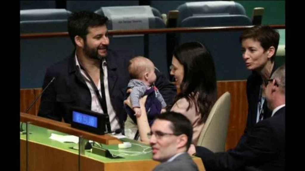 Jacinda Ardern con su bebé en la ONU.