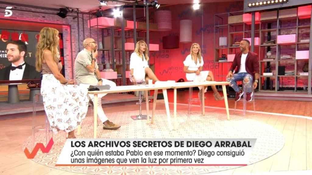 Diego Arrabal mostrando fotos nunca antes vista de Pablo Alborán y su exnovio.