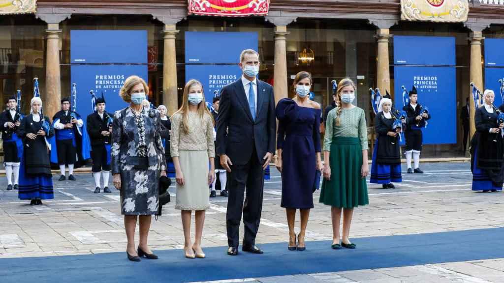 La Familia Real junto a la reina emérita en el Hotel de la Reconquista de Oviedo.