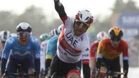 Diego Ulissi celebra su segunda victoria en el Giro 2020