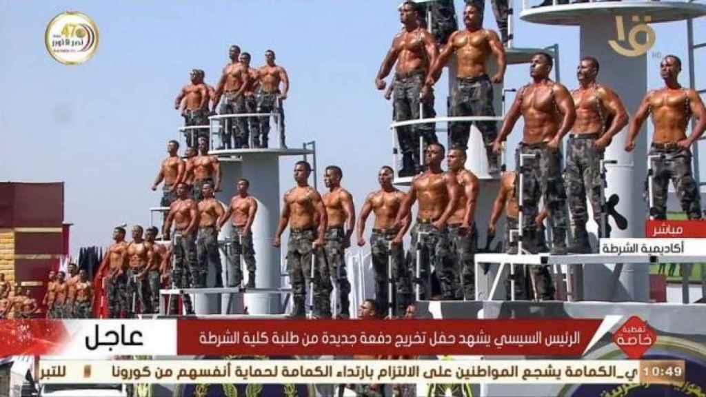 Imagen del desfile policial en Egipto.