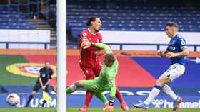 La lesión de Van Dijk contra el Everton