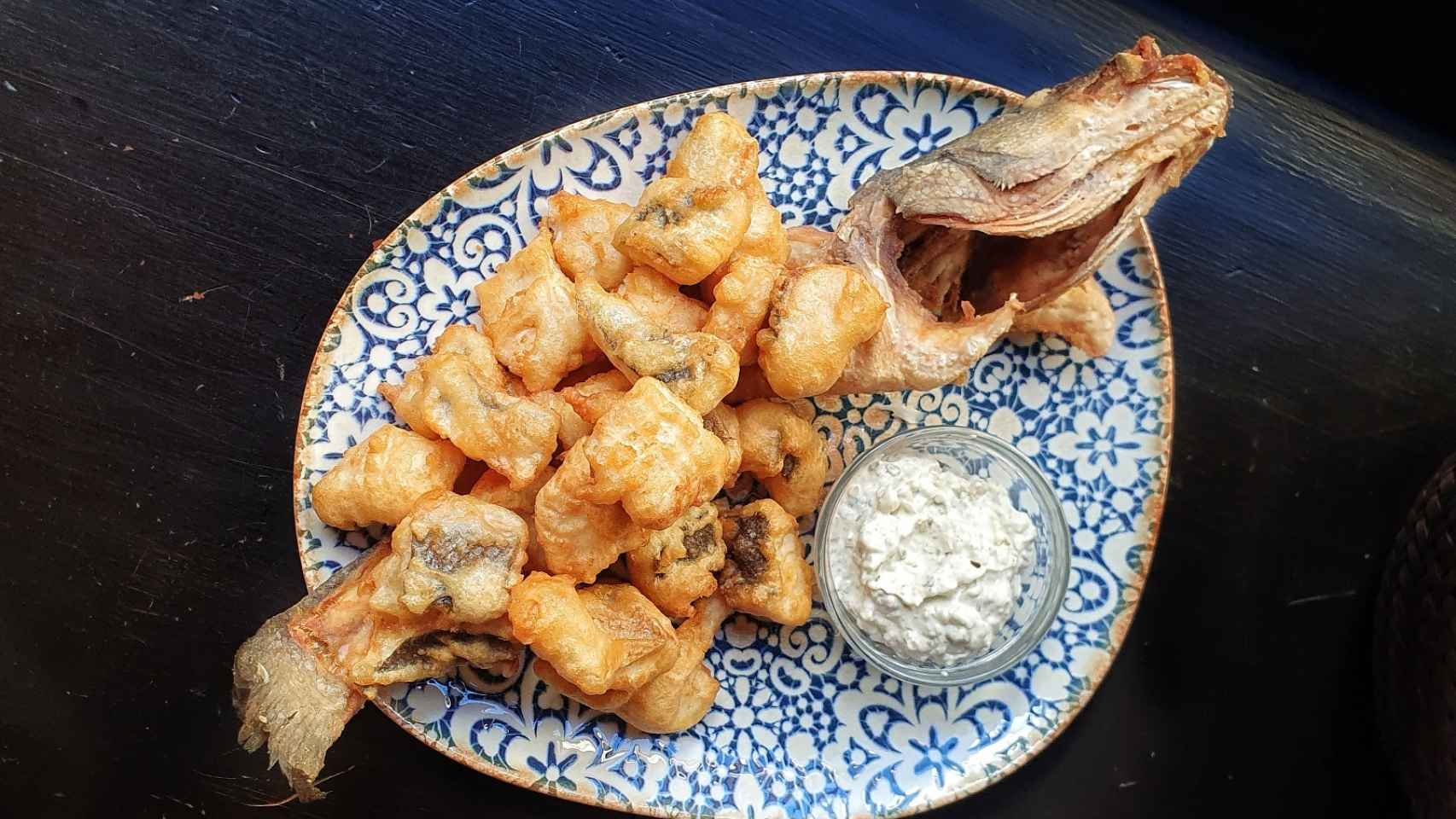 Lubina frita en tempura, receta paso a paso con fotografías