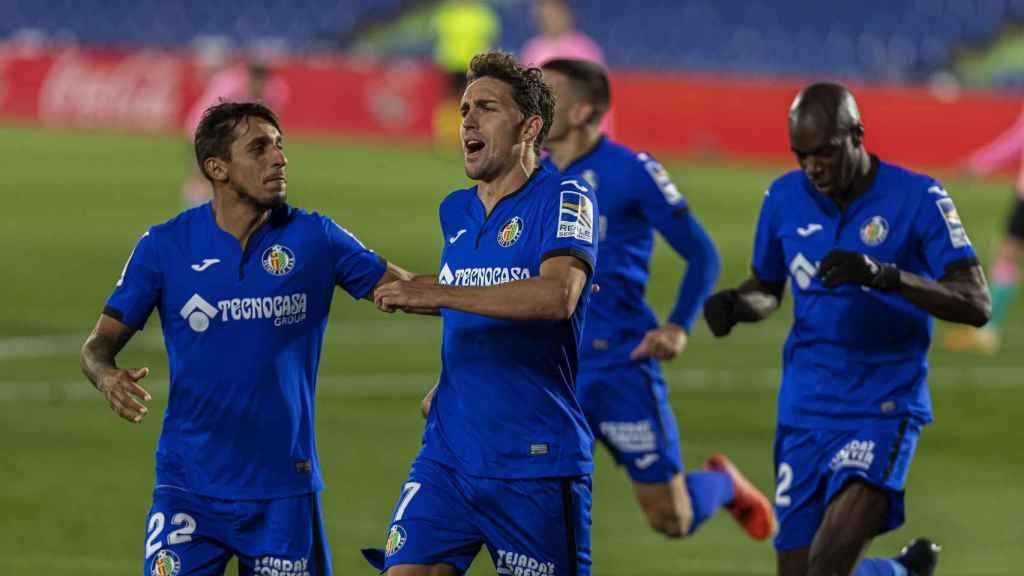 Los jugadores del Getafe celebran el gol de Mata