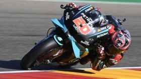 Fabio Quartararo traza un viraje en el circuito de MotorLand Aragón, a las afueras de Alcañiz.