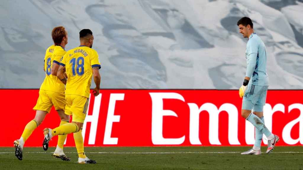 Los jugadores del Cádiz celebran su gol al Real Madrid