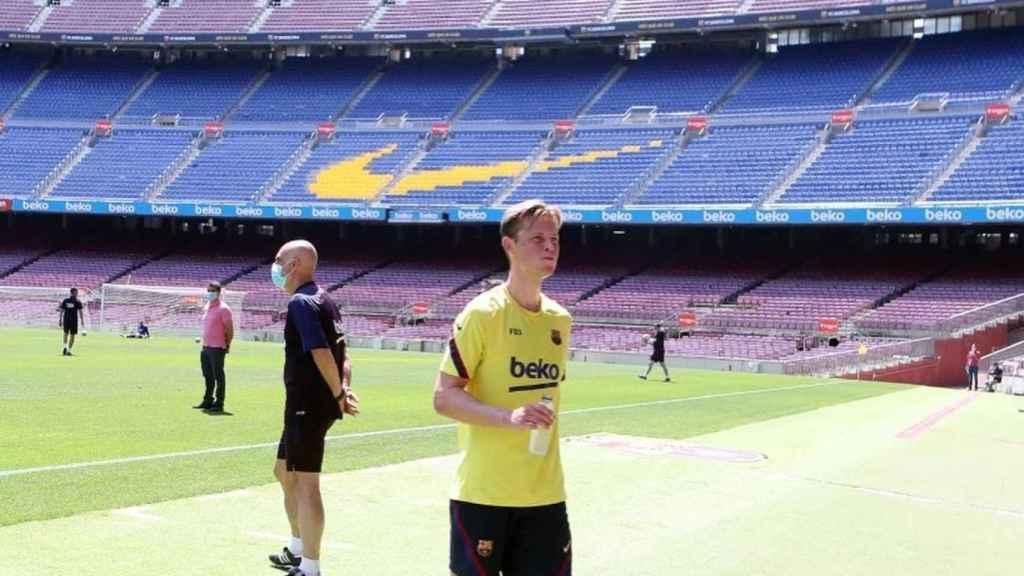 De Jong en un entrenamiento del Barça en el Camp Nou