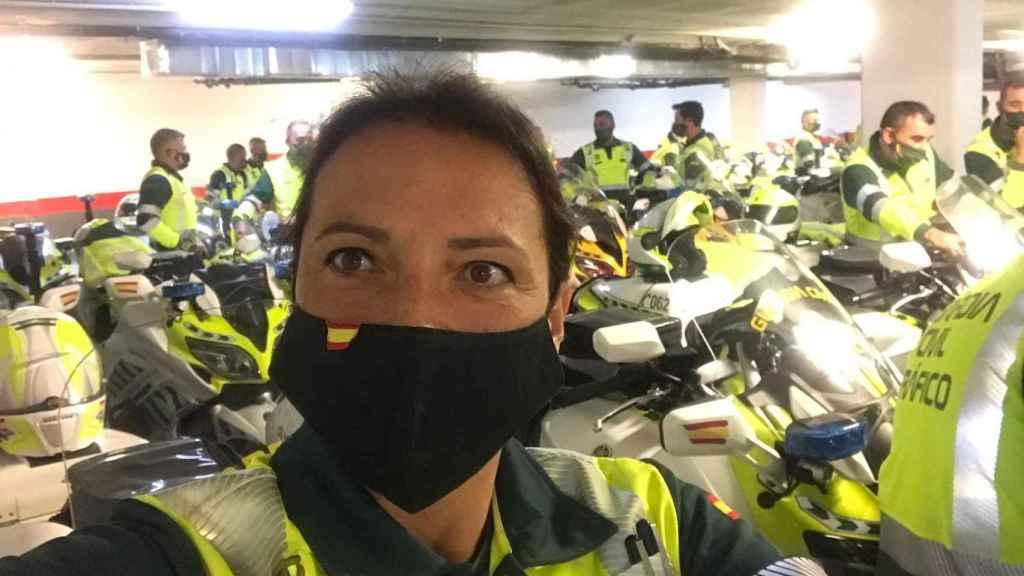 Marian Santiago, el pasado lunes, junto con su equipo de motorizada.