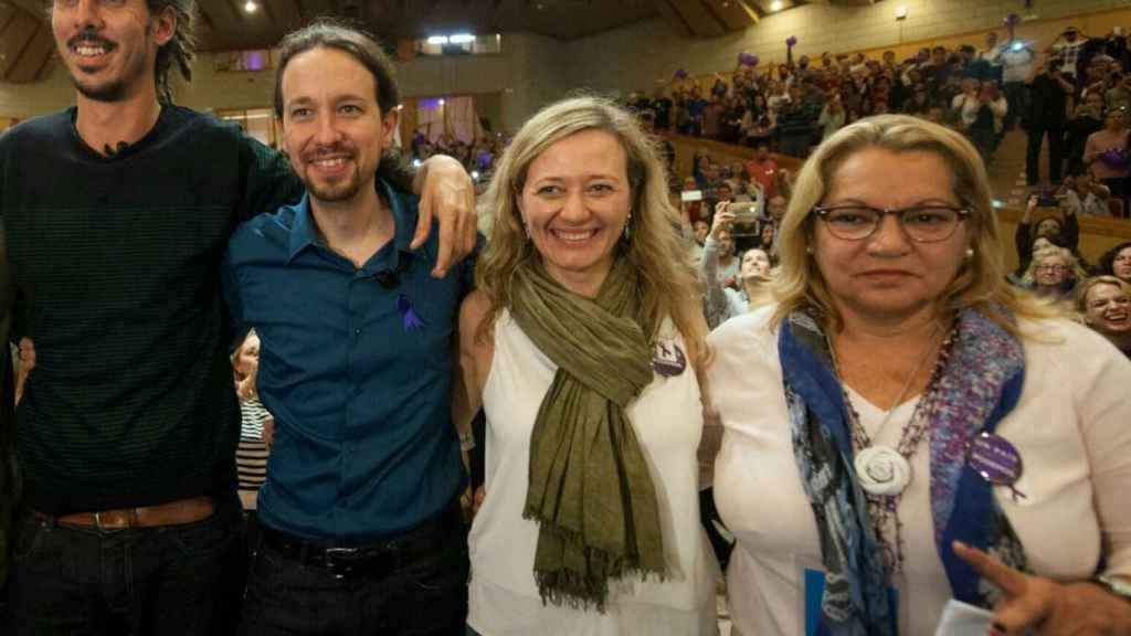 Alberto Rodríguez y Pablo Iglesias junto a Victoria Rosell y Meri Pita.
