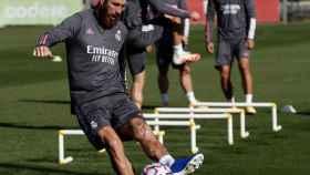 Sergio Ramos, durante el entrenamiento de este lunes con el Real Madrid