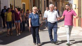 La exconcejal Consol Castillo, junto al alcalde de Valencia, Joan Ribó.