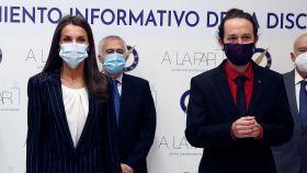 El 'look working girl' de la Reina junto al de Pablo Iglesias.