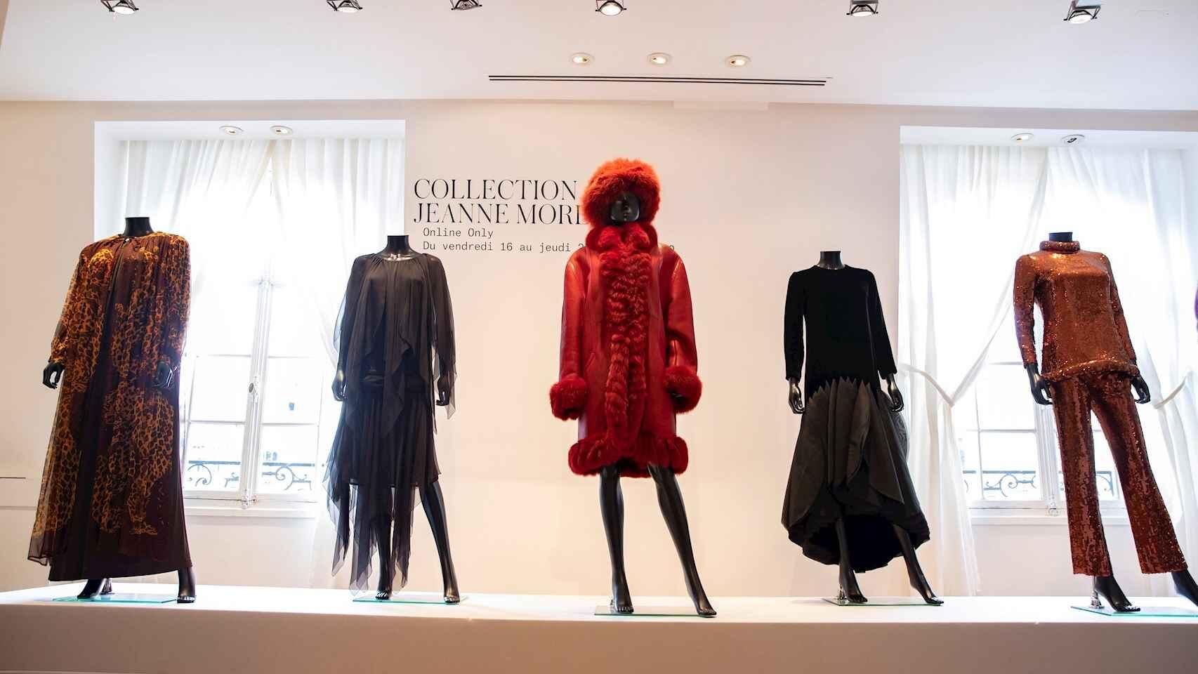 El armario de la actriz francesa Jeanne Moreau sale a la venta en París