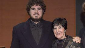 Paco Martínez Velasco junto a su madre Concha Velasco en una imagen tomada en 2014.