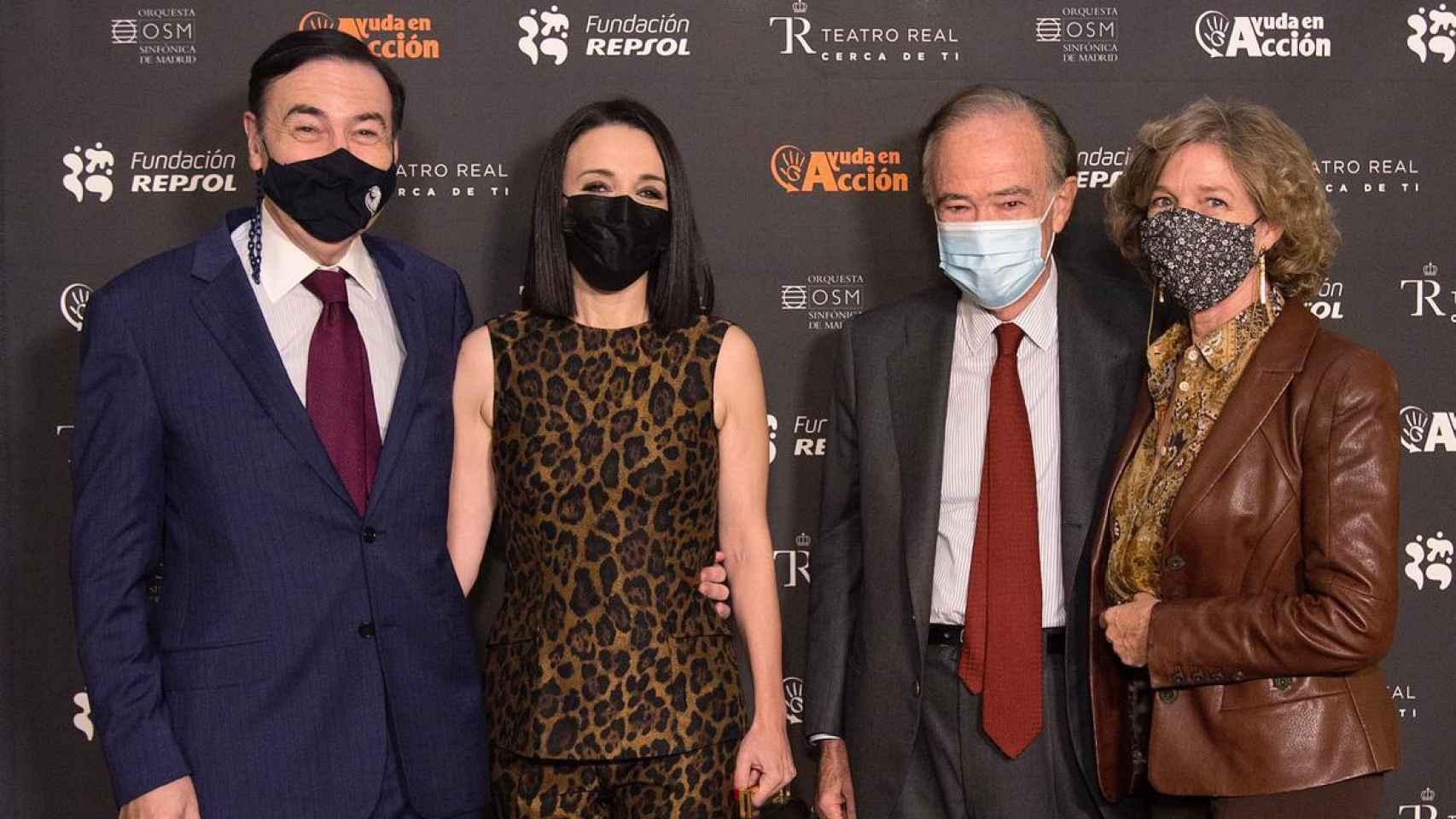 Pedro J. Ramírez y Cruz Sánchez de Lara junto a Gregorio Marañón, presidente del Teatro Real, y su mujer, Pilar Solís.