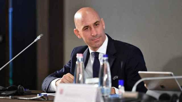 Luis Rubiales durante una reunión