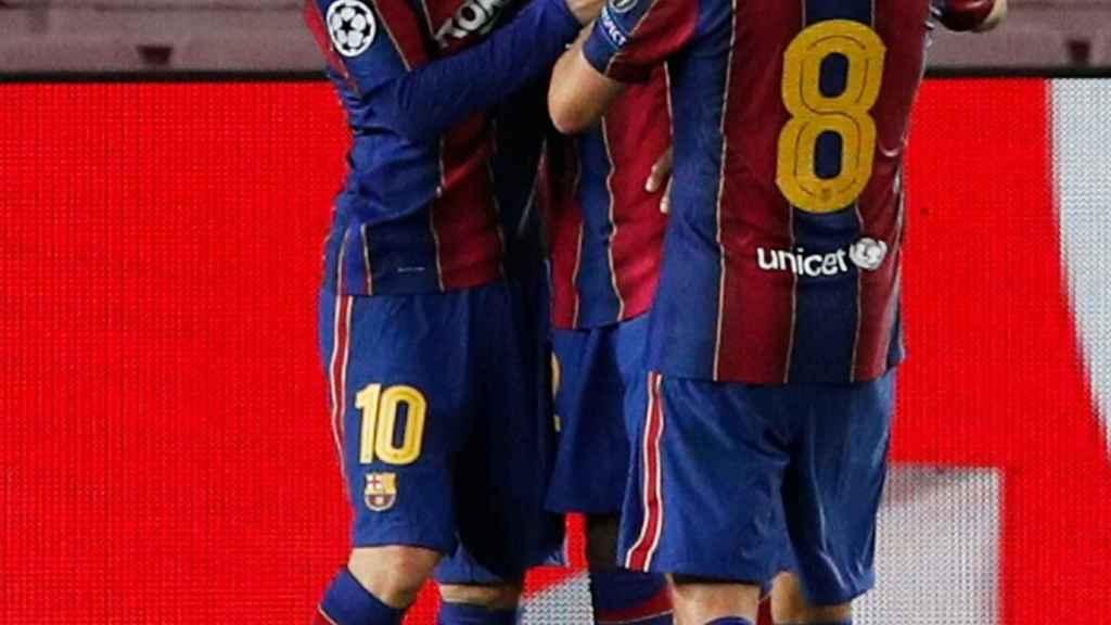 Messi y Ansu Fati celebran un gol del Barcelona ante el Ferencvaros en la Champions League