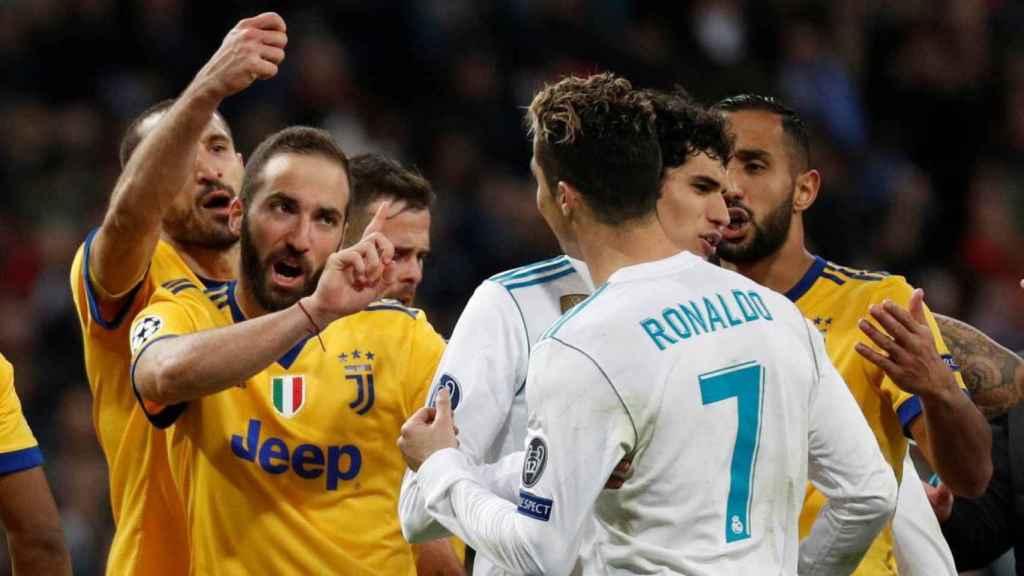 Higuaín y Cristiano Ronaldo durante el Real Madrid - Juventus de 2018