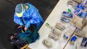 Personal sanitario realizan test de antígenos en el Palacio de Congresos Riojaforum de Logroño.