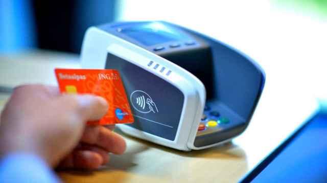 Pago mediante tarjeta de crédito en una imagen de archivo.