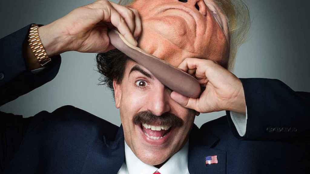 Sacha Baron Cohen, vestido de Borat, disfrazado de Trump.