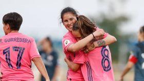 Maite Oroz y Jessica Martínez celebran un gol del Real Madrid Femenino