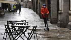 Una calle de Santiago de Compostela, donde quedarán prohibidas las reuniones de no convivientes.