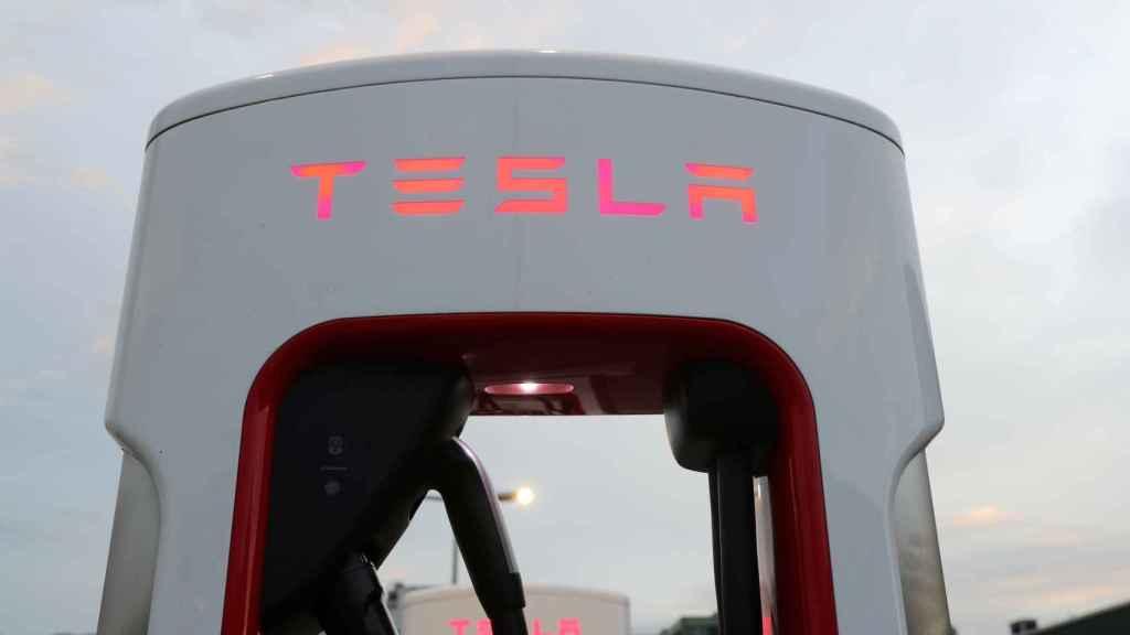 Imagen de un cargador de Tesla.