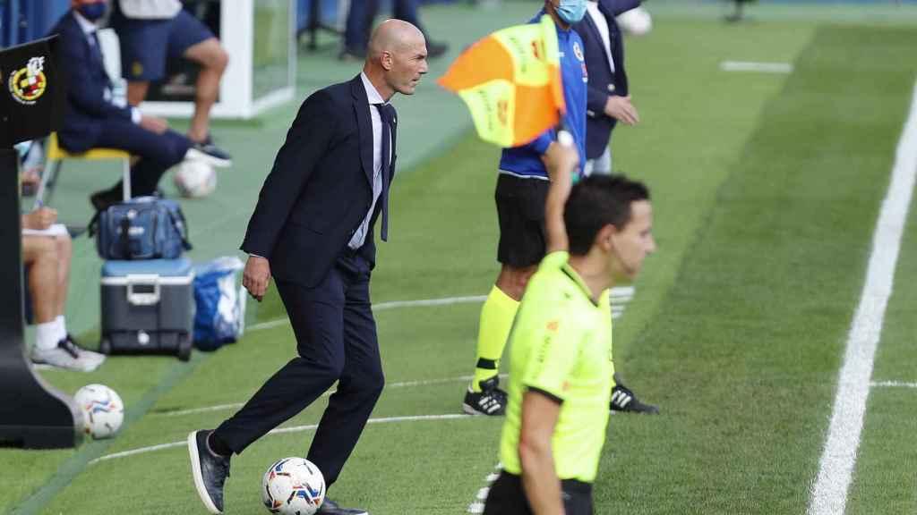 Zinedine Zidane, durante el Levante - Real Madrid de La Liga