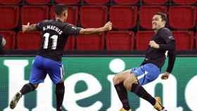 Machís y Jorge Molina celebran un gol del Granada