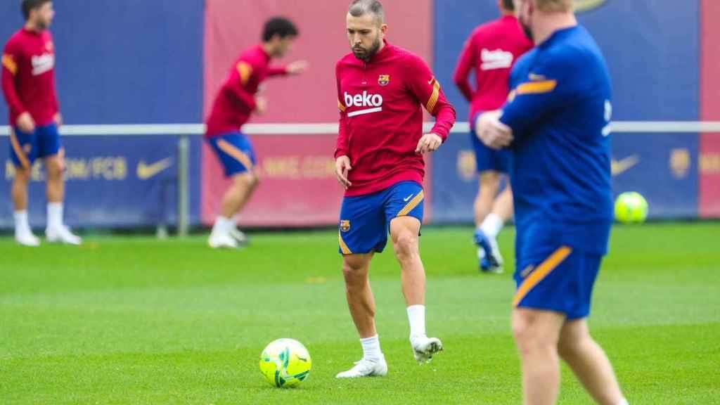 Jordi Alba en el entrenamiento del Barça