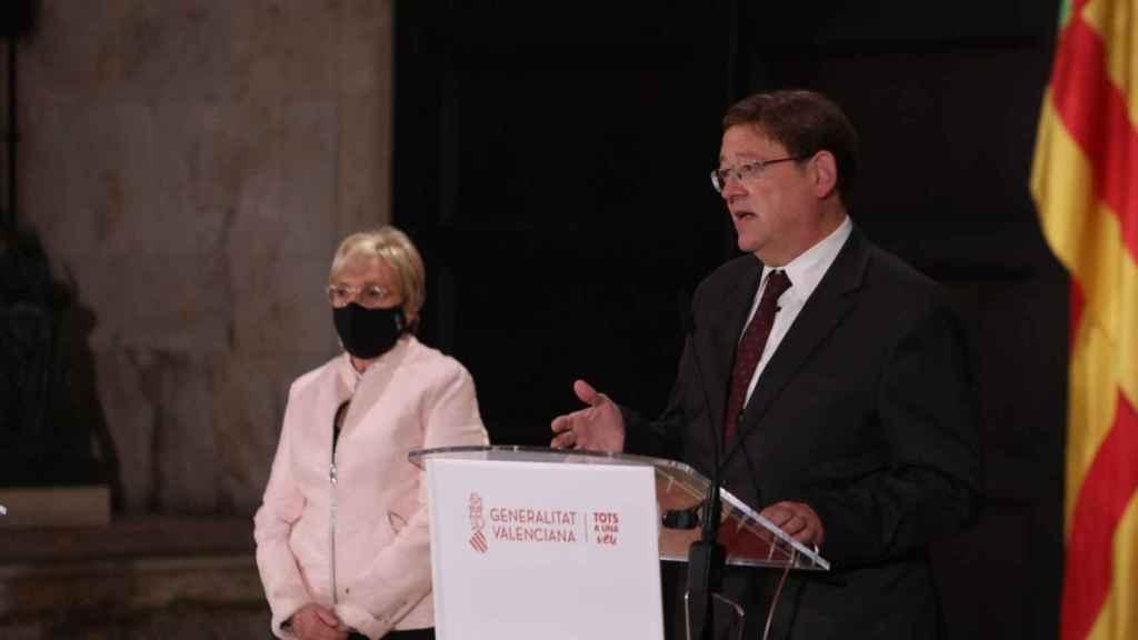 El presidente Valenciano, Ximo Puig, junto a la 'consellera' de Sanidad, Ana Barceló.