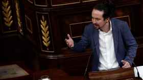 Pablo Iglesias, en la tribuna del Congreso, dirigiéndose a Pablo Casado en la moción de censura de Vox.