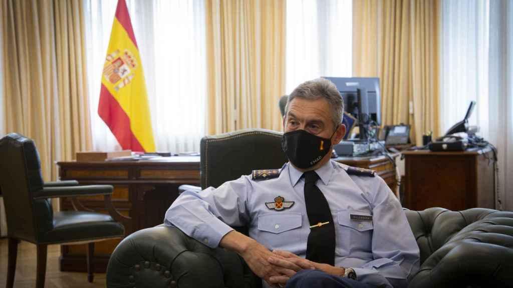 Villarroya conversa con el reportero de EL ESPAÑOL.