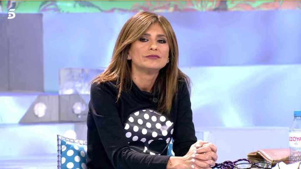 Gema López, incómoda en 'Sálvame' al tratarse el asunto de su separación.